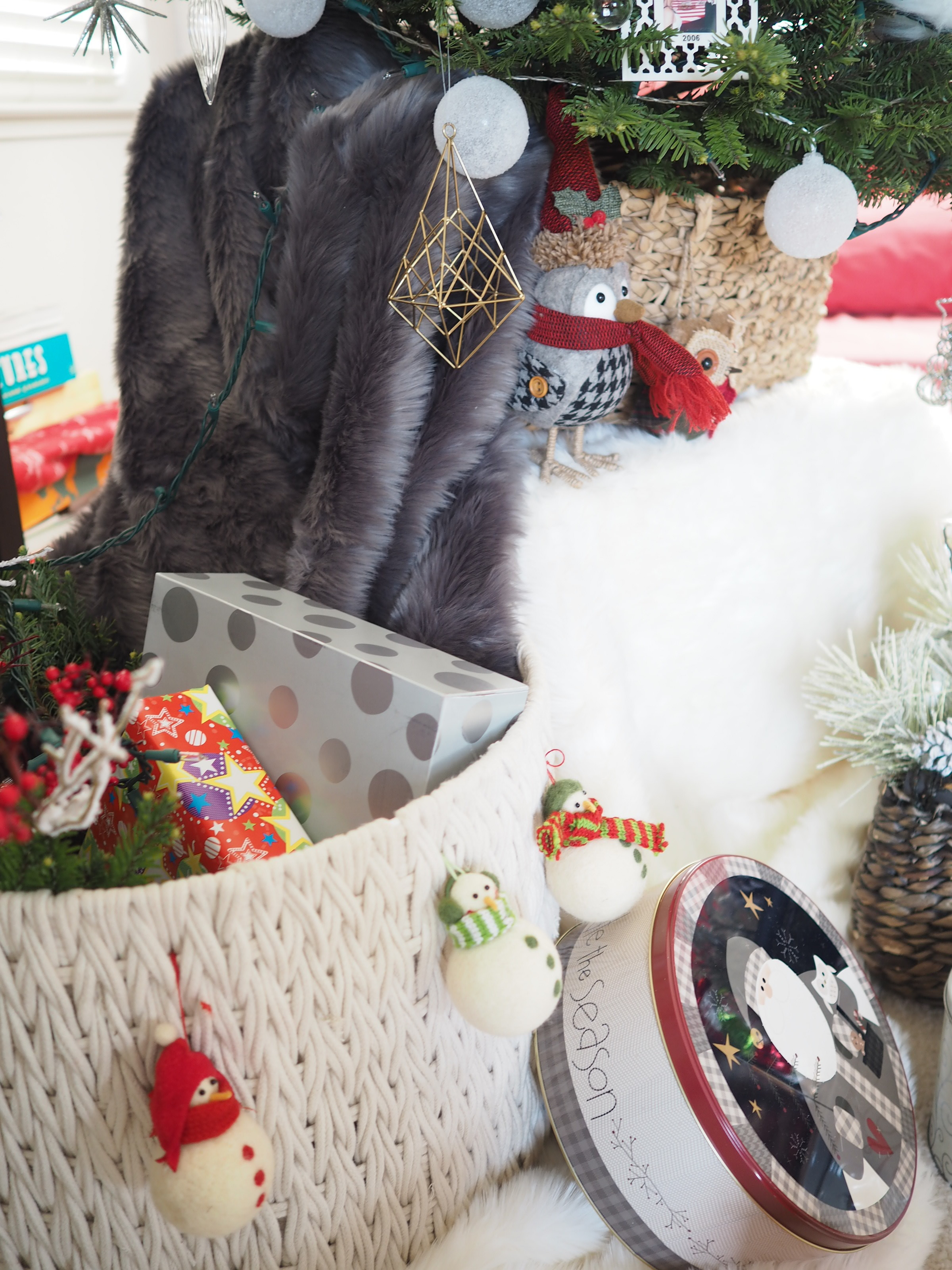 STORE GIFTS IN THE BASKETS