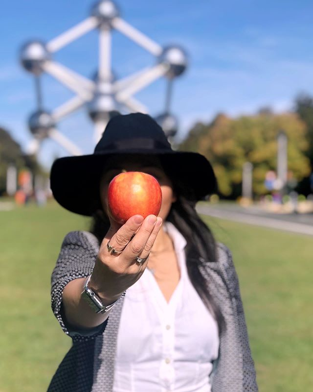 I'm finally in Belgium, I'm finally wearing a hat, Jesús had an apple in his bag, I'd say it is the most opportune moment for me to honor my #2 favorite surrealist artist in his home country. Here's an ode to René Magritte. Photo creds to @jesuskarin!  Atomium, Brussels, Belgium #gettheregetlost #coffeeandtherapy