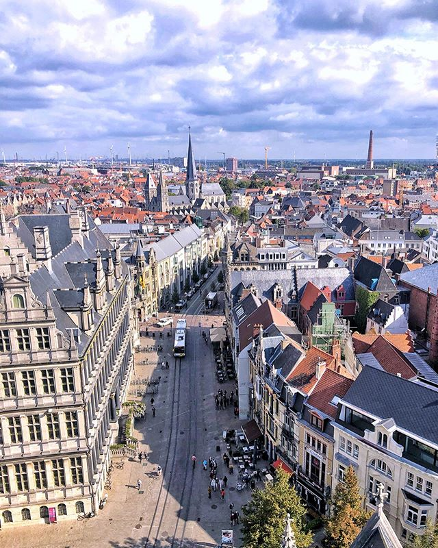 #Ghent #Belgium Hello everyone! After a year of not blogging, and barely posting on IG, I finally published a post today - about how I'm failing in my quest to be a travel blogger. 😬And I'm going to try to be better at it. 👆👆Please check out the link on our profile!  Nonetheless, I've been fortunate enough to actually be traveling sans the blog post. Each time I try to write, I'm reminded how much I love it. Each time I work on a photo, I'm reminded how much I enjoy it.  So here's to trying to do more of the things that make me happy 🤗. Ghent, Belgium #gettheregetlost @coffeeandtherapy #coffeeandtherapy #biangtravels #visitghent #visitbelgium