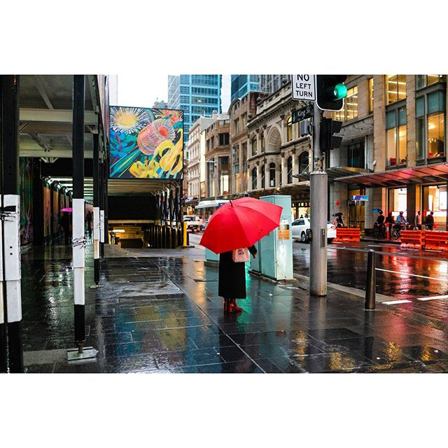 Can't beat a red umbrella ☔️ . . . . . . . . #aussie_street #streetphotography #streetstyle #streetphotographyinternational #lensculture #iloveaustralia #visitsydneyaustralia #aussiestreet19