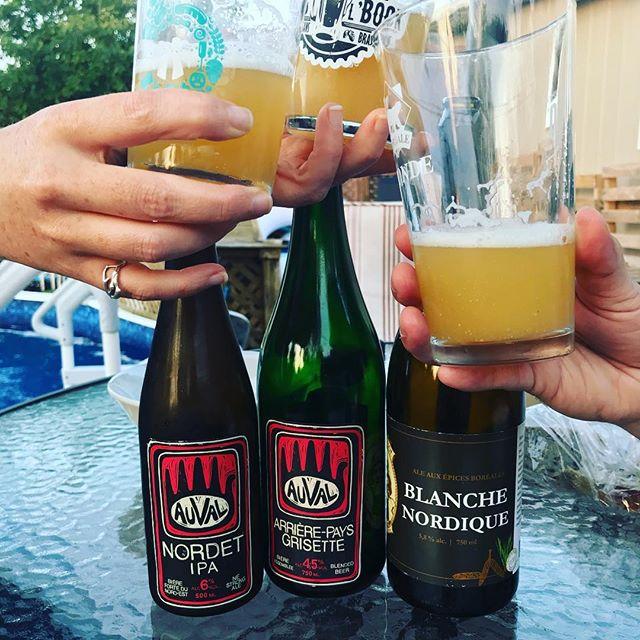 Ce genre de début de soirée, avec de délicieux nectars à déguster! #auval #biereslocales #bieresduquebec #bieresalma #bieresgaspesiennes #pitcaribou #blanchenordique