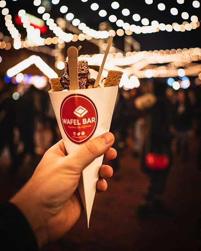 ONLY FOUR DAYS left at @toxmasmkt 🎄 Visit our Wafel kiosk on Trinity Street in the @distilleryto and rediscover the magic & romance of the holidays! ✨ .  Thank you @joeyjongeling for this beautiful photo! 📸 .  #WafelBar ❤️