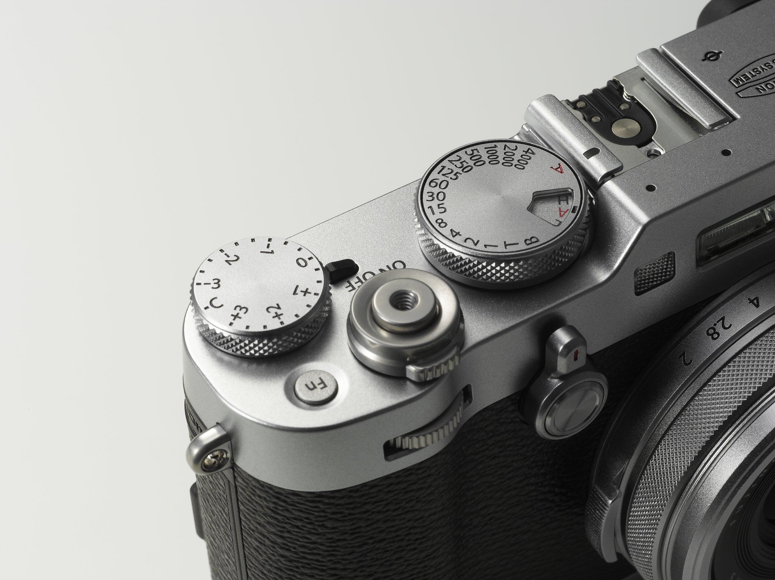 X100F_Silver_image02.jpg
