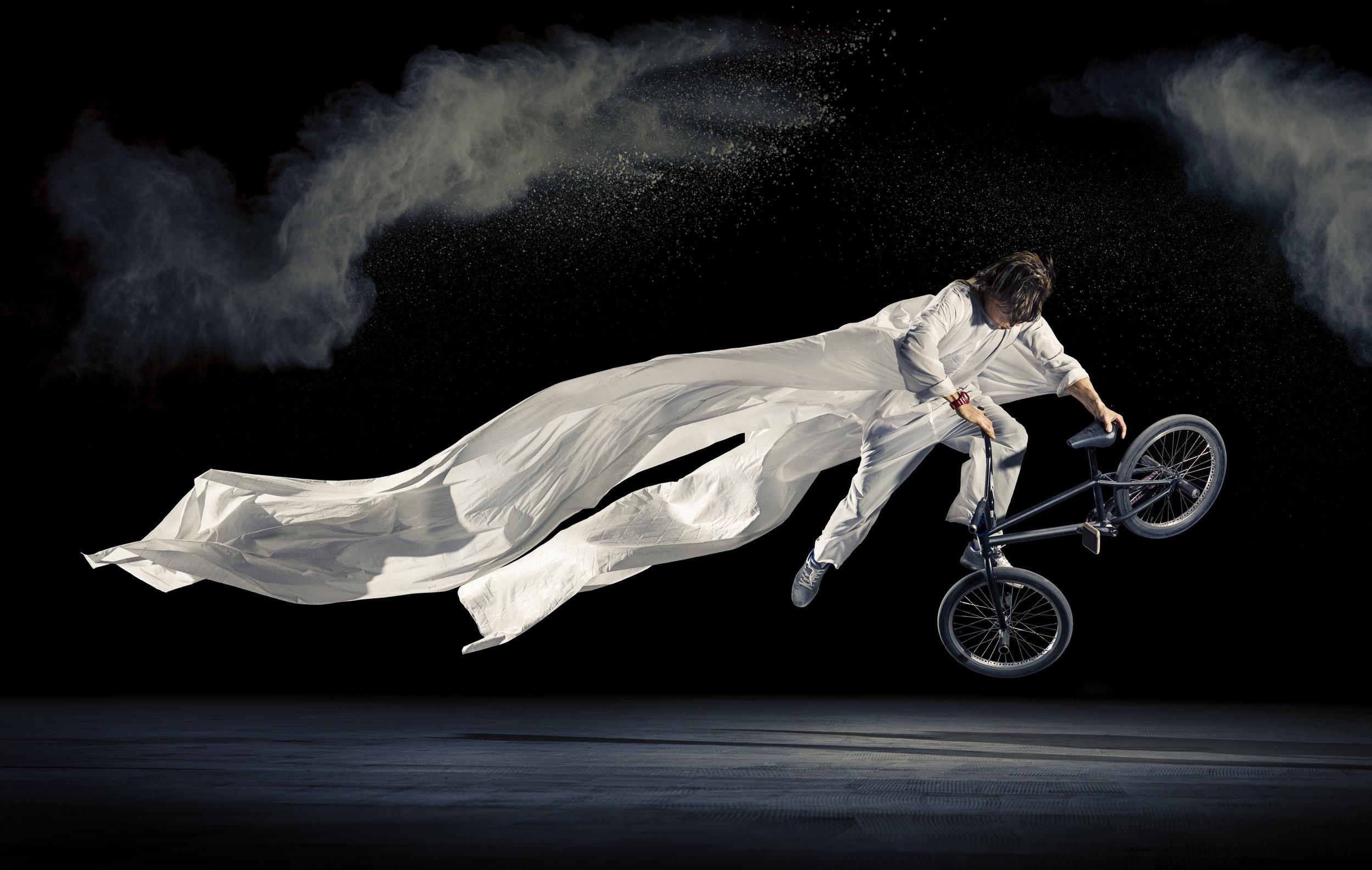 Viki Gomez in flight.jpg