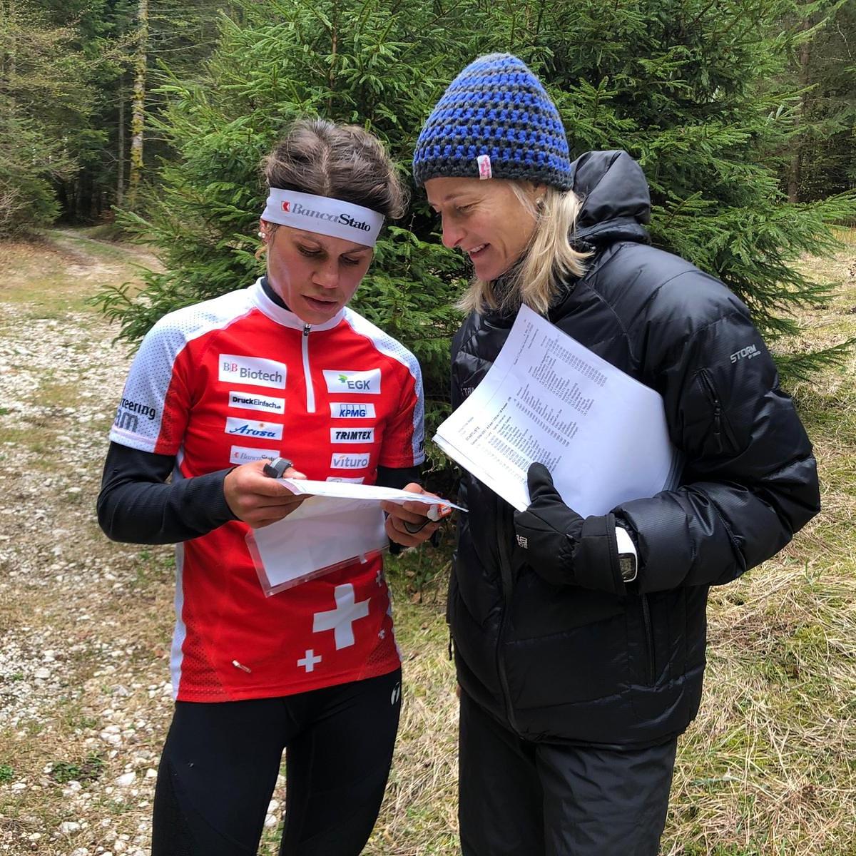 Analisi post gara con l'allenatrice Vroni. Foto: Christine Lüscher - Fogtmann
