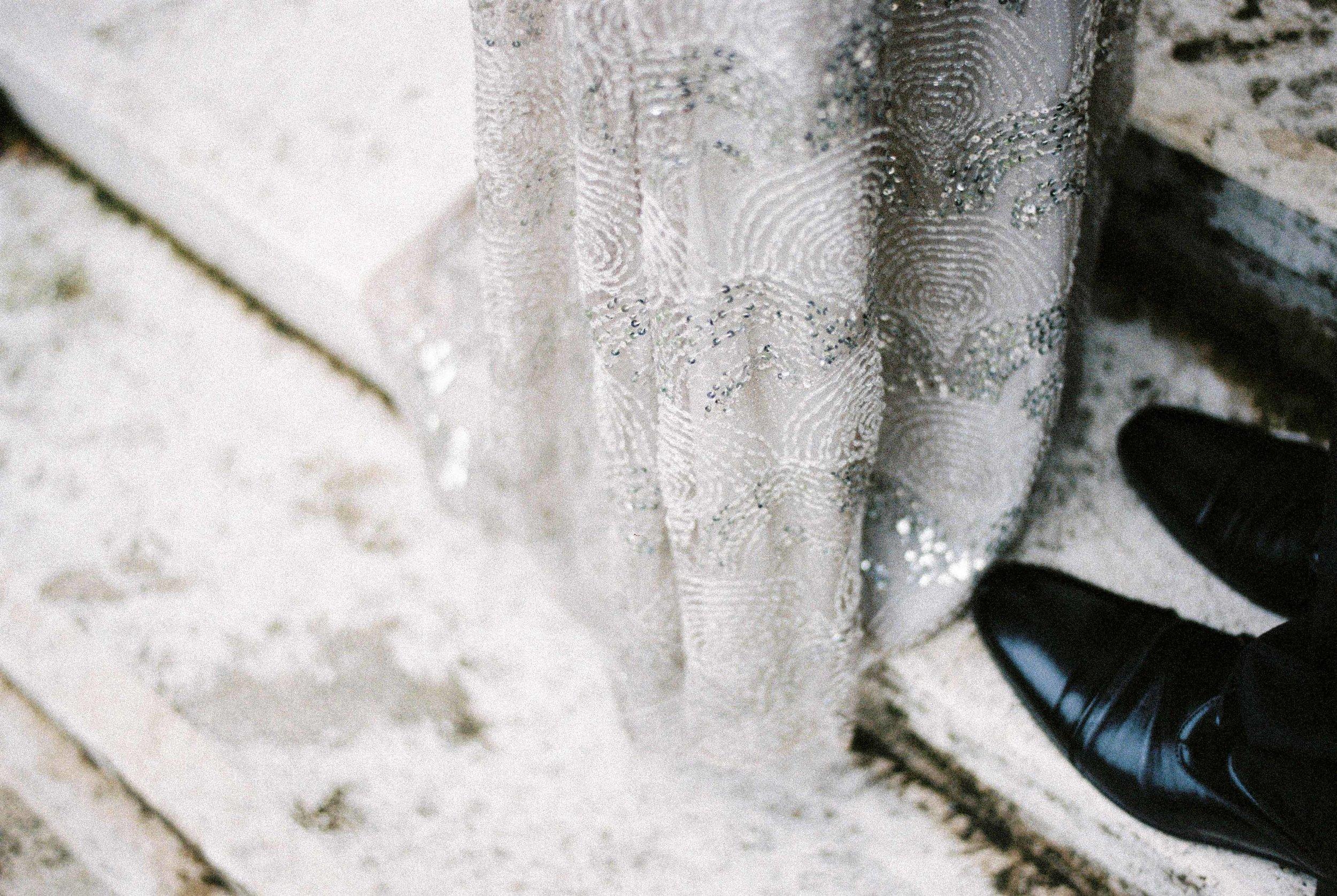 eskuvo-menyasszonyi-ruha-daalarna-ezust-gatsby-strassz-styled-shoot.jpg