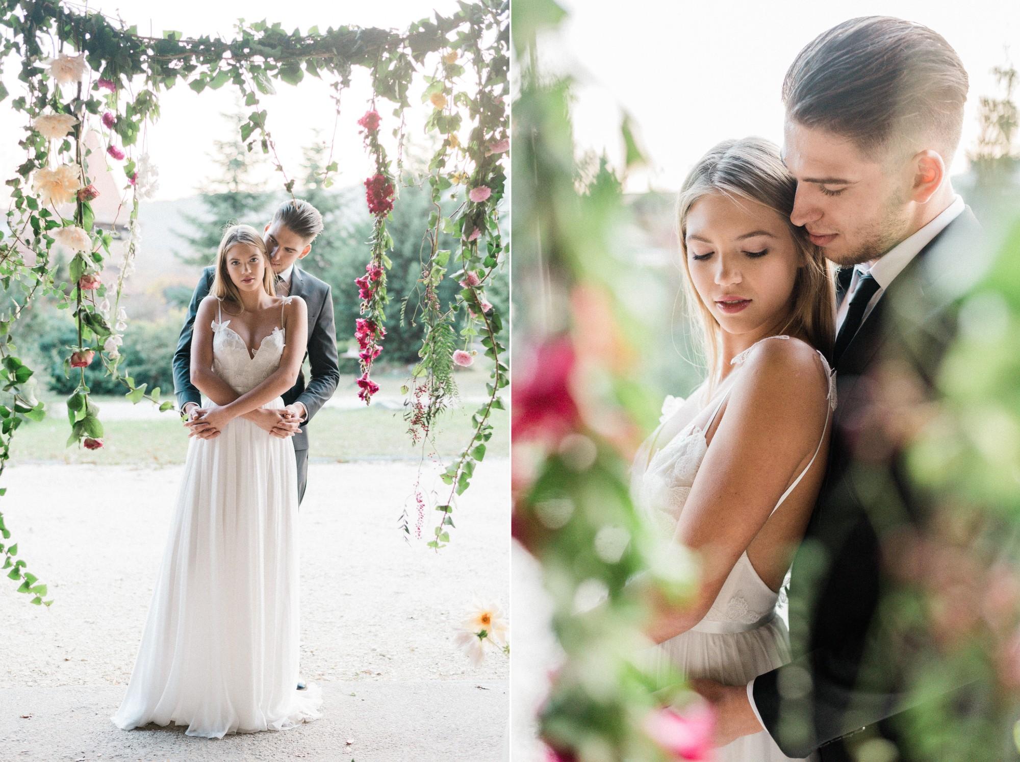eskuvo boldogsagkapu viragok szertartashelyszin elovirag vagott virag kulonleges natural wedding decor.jpg