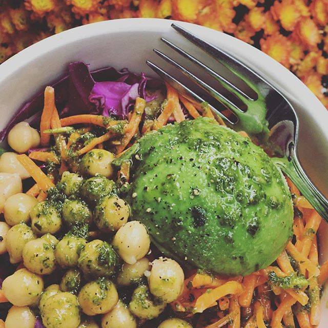 I'm no master chef, but I'm a damn good assembler. Part of what makes eating healthy food a way of (a very busy) life is always having ingredients ready to throw together. I swear, I never get sick of salads when I mix and match basics with leftovers du jour topped with a spontaneous homemade dressing of the week. Lots of bright colored veggies for a variety of nutrients, a clean protein, healthy fat, and slow mindful bites = a food / love / mind /body connection. . . This week's dressing — a bunch of parsley, cilantro, olive oil, S&P, coconut aminos, and lemon juice in the ninja and voila! Insta GFDF junk free delicious goodness atop a mound of veggies of all shapes, colors and sizes (no plant prejudice here folks). Not fussy, not hard, and no suffering, ever 🙌🏼♥️ . . . #foodismedicine #glutenfreelunch #healthyfoodideas  #integrativenufdifion #integrativehealth  #functionalnutrition  #farmacy #bluezonesliving  #glotohealth #foodislove #eatorganic  #fitmomlife #playwithyourfood