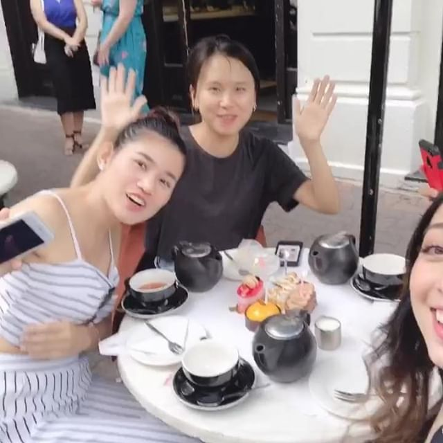 When the wind blows out the candles 🎂❤️ Lunch, cakes and shopping together 🥰 @min_jung_seo @ange.tiong @janny_angsaya