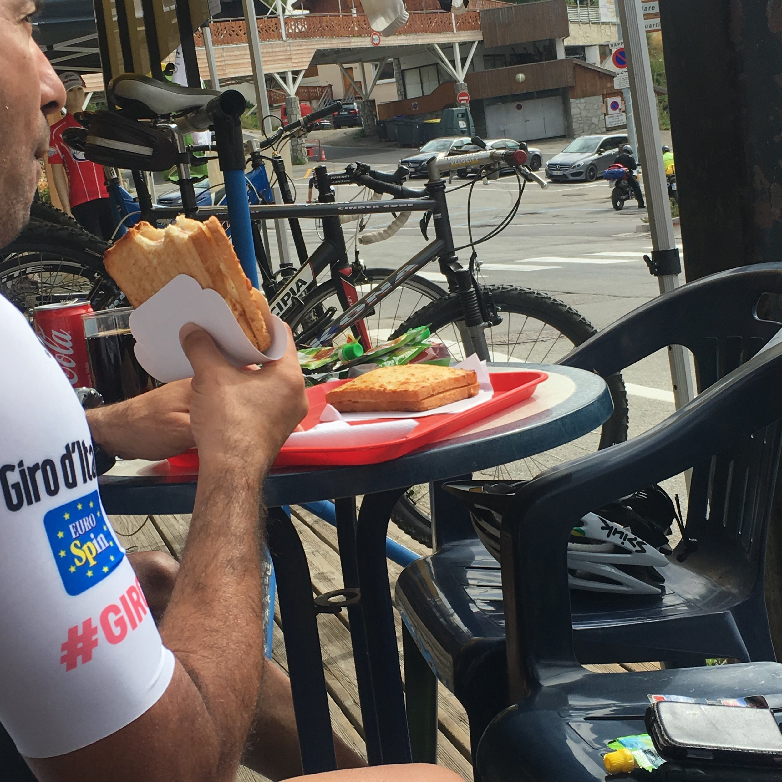 French cyclists love sandwich stops!