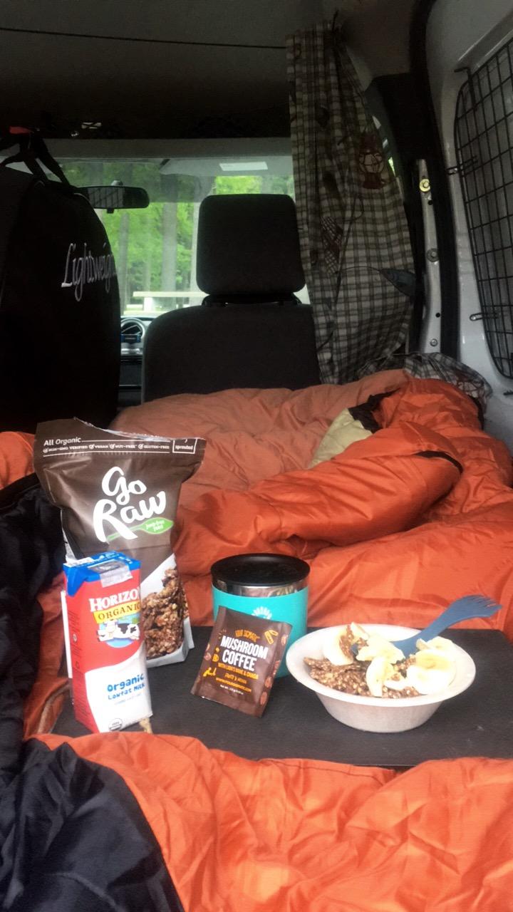 breakfast in 'bed' van style