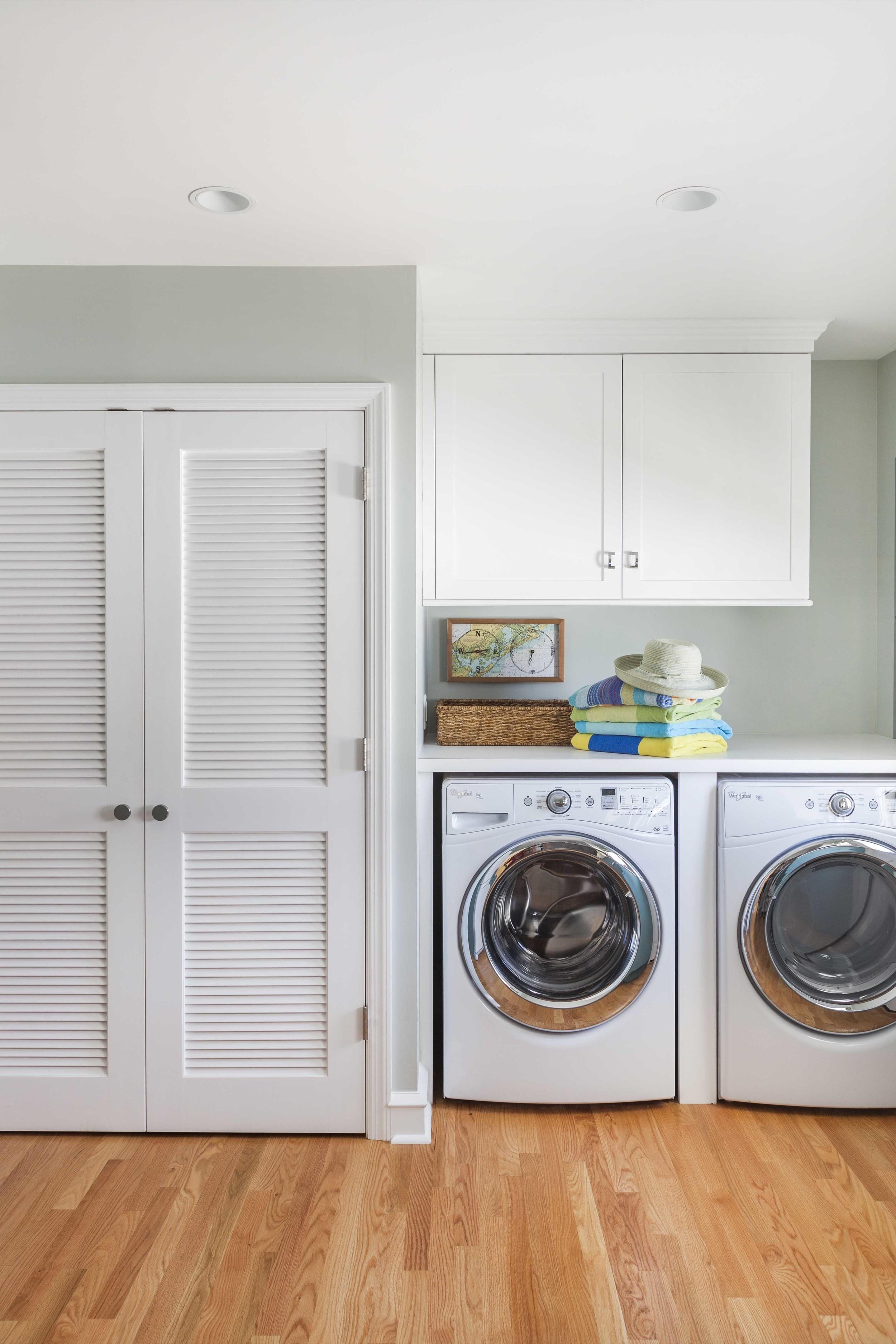 kitchen washer side with basket.jpg