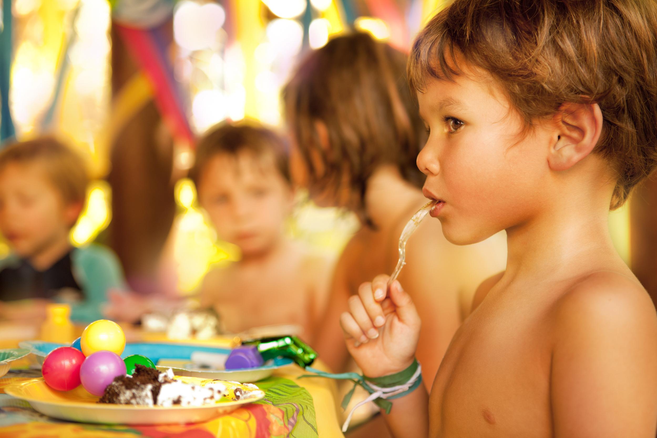 Kids_indioeating bdaycakeflt copy.jpg