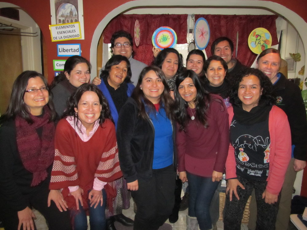Front to back, left to right: Rev. Dr. Beverly Prestwood-Taylor, Brookfield Institute, Massachusetts, Alejandra Benitez (Nurse, Board member, Shalom Center, Chile), Acsa Luna (Nurse, Facilitator at the Shalom Center, Chile), Tatiana Ramos (Special education teacher, Facilitator at the Shalom Center, Chile), Mercedes Cadena (Literacy specialist, Congregational Church, Mazatlán, México), Carolina Santander (Agriculture Specialist, volunteer at the Shalom Center, Chile), Rebeca Toledo (Coordinator of Ministry for Children and Adolescents, Pentecostal Church of Chile, Chile), Carolina Ramos (Family Counselor, Pentecostal Church of Chile, Chile), Marta Espinoza (Elementary School Teacher, Shalom Center Facilitator, Shalom Center, Chile), Patricia Gómez (Director of the Shalom Center, Chile), Elena Huegel (Global Ministries Personnel), Rodrigo Martínez (Fair trade officer, Shalom Center Facilitator, Shalom Center, Chile), Juan Carlos Oñate (Electrical Engineer, President of the Shalom Center Board, Shalom Center, Chile