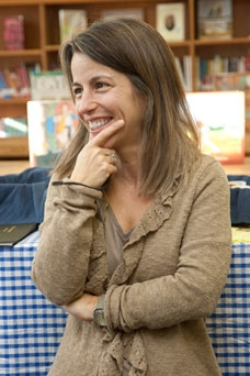 New Jersey author Audrey Vernick visits the elementary school she attended.