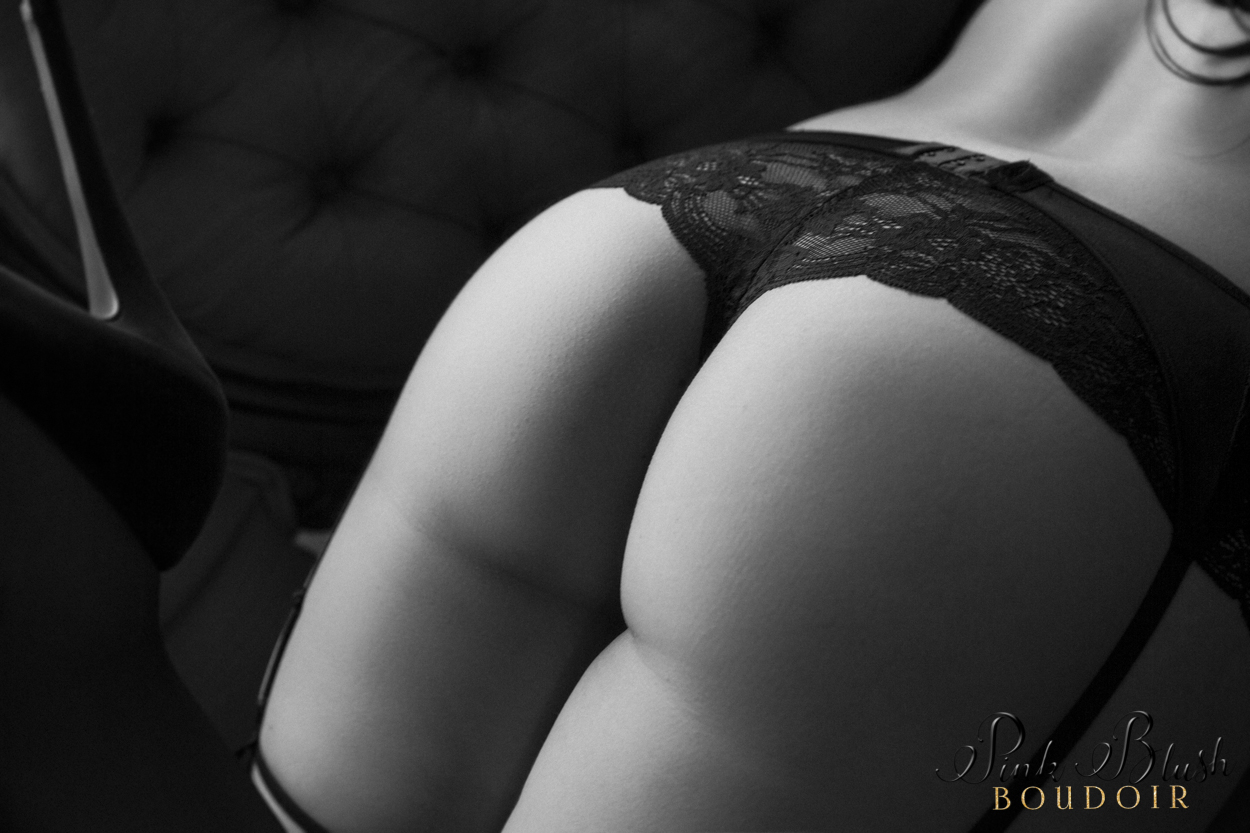 boudoir photography, a curvy woman 's butt