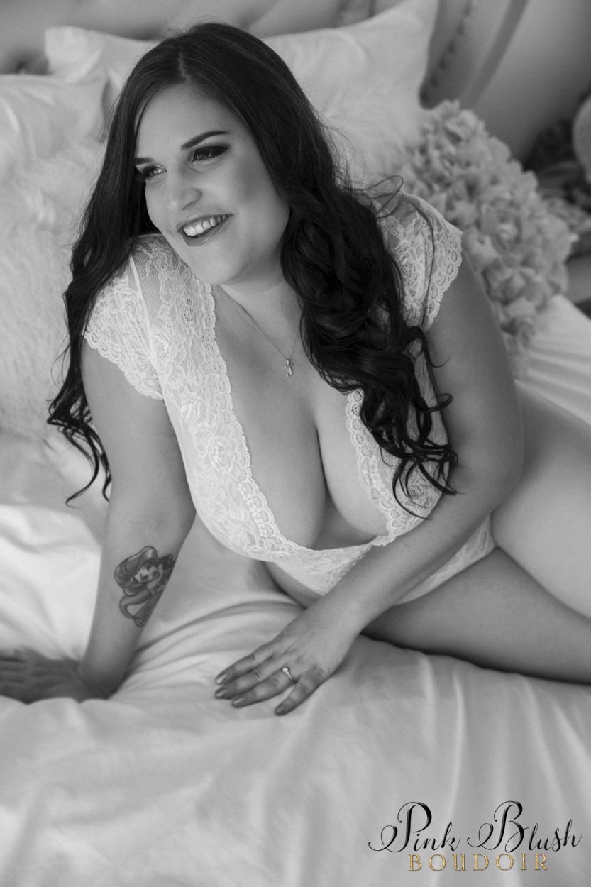 boudoir photography, a curvy woman in a white bodysuit on a bed