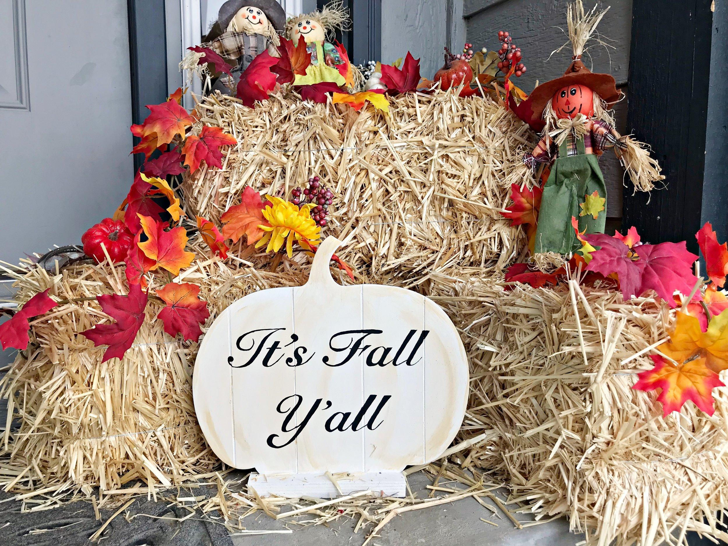 DIY Fall And Halloween Pumpkin Sign - Peonies & Cream