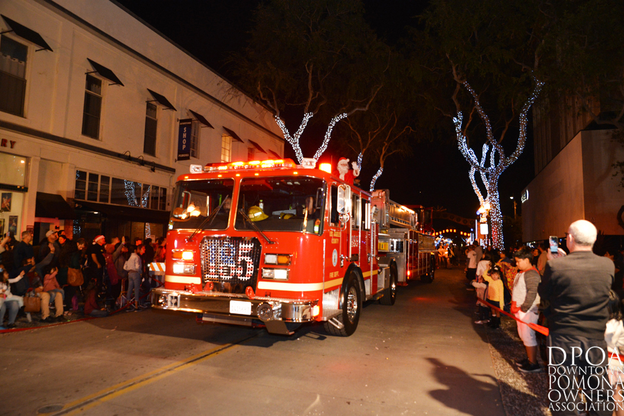 Pomona Christmas Parade 2017DSC_9065 copy.jpg