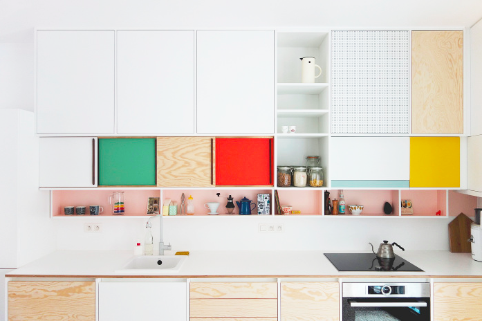 Warm matte finished wood and pops of complimentary colors can add so many happy vibes to an otherwise plain kitchen ( source )