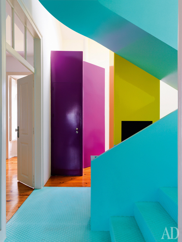 Although we wouldn't recommend doing this to EVERY wall or EVERY room, extremely bright pigments can be eye-catching and spur the creative native in you to action (as can coffee.) ( source )