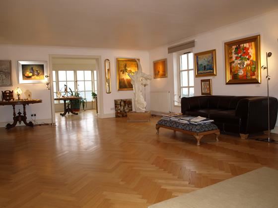 knock-gallery-interior.jpg