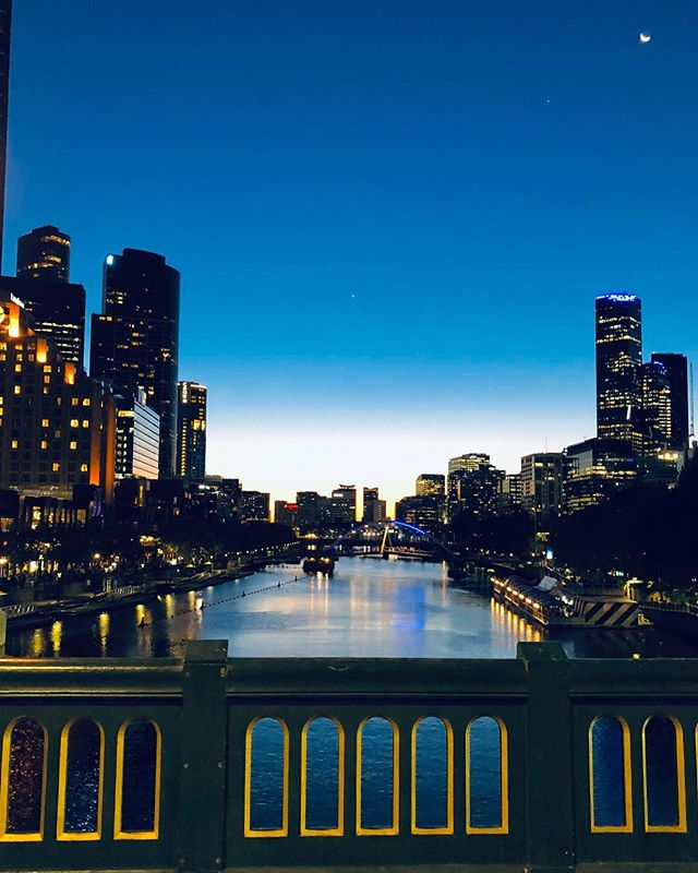 Melbourne by night 🇦🇺🇦🇺🇦🇺 .  #Traveling #Travelers #Traveler #Exploring #Explorer #Wanderer #Wanderlust #TravelBug #TLPicks  #photooftheday #nature #stayandwander #instagood #liveauthentic #awakethesoul #welivetoexplore #aov #exploretocreate #canon #liveoutdoors #awesome_earthpix #vscocam #exklusive_shot #artofvisuals #igmasters #peoplescreatives
