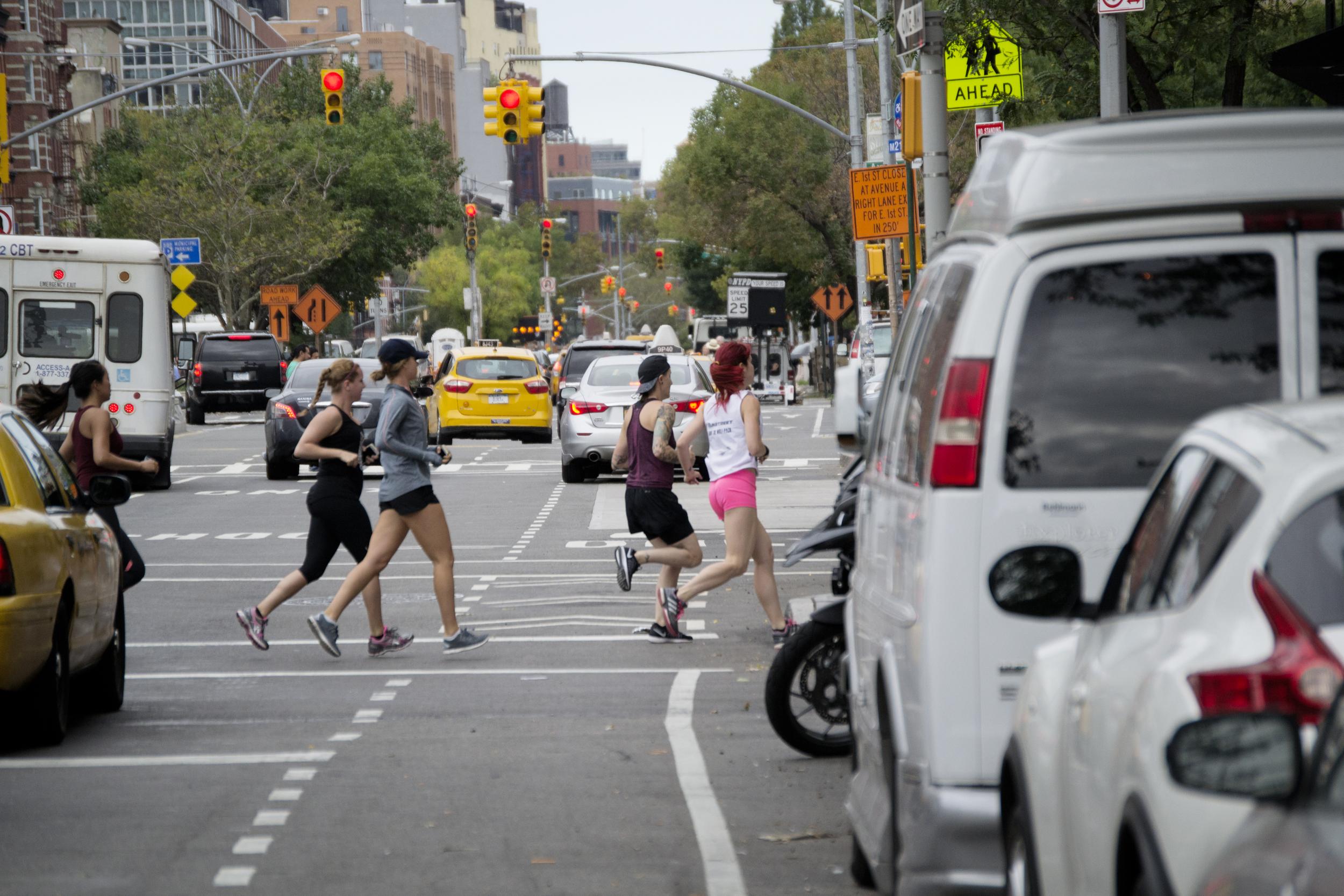 runners-nyc-runstreet-street-art-run