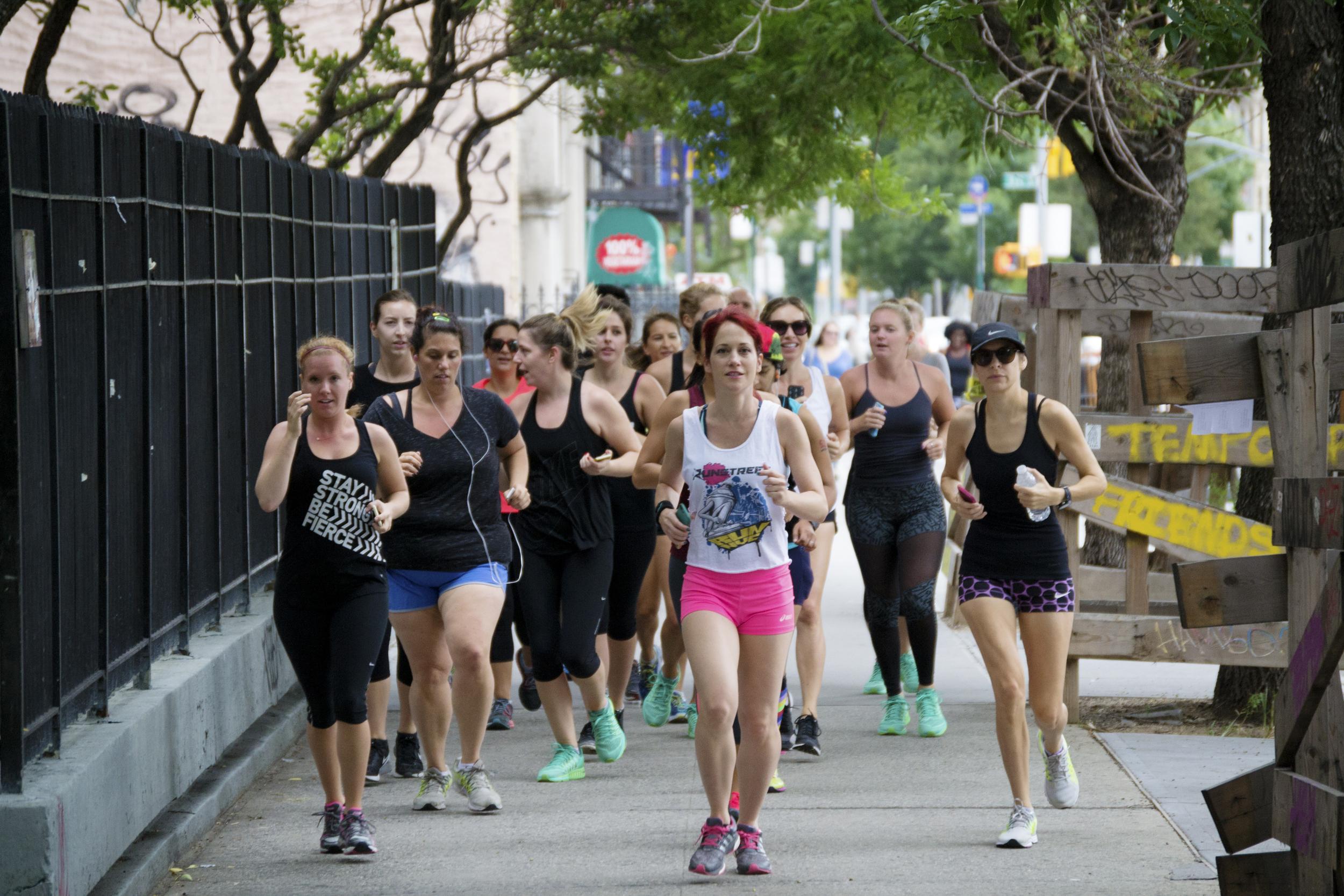nyc-runners-runstreet-street-art-run