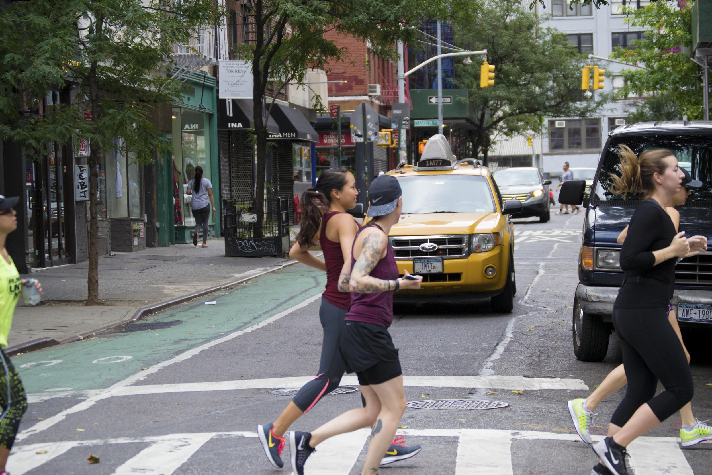 NYC-runners-cab-Runstreet-graffiti-run