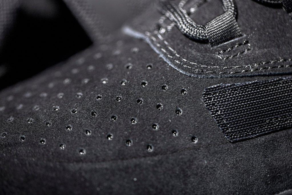 adidas-originals-triple-black-yeezy-boost-750-005.jpg
