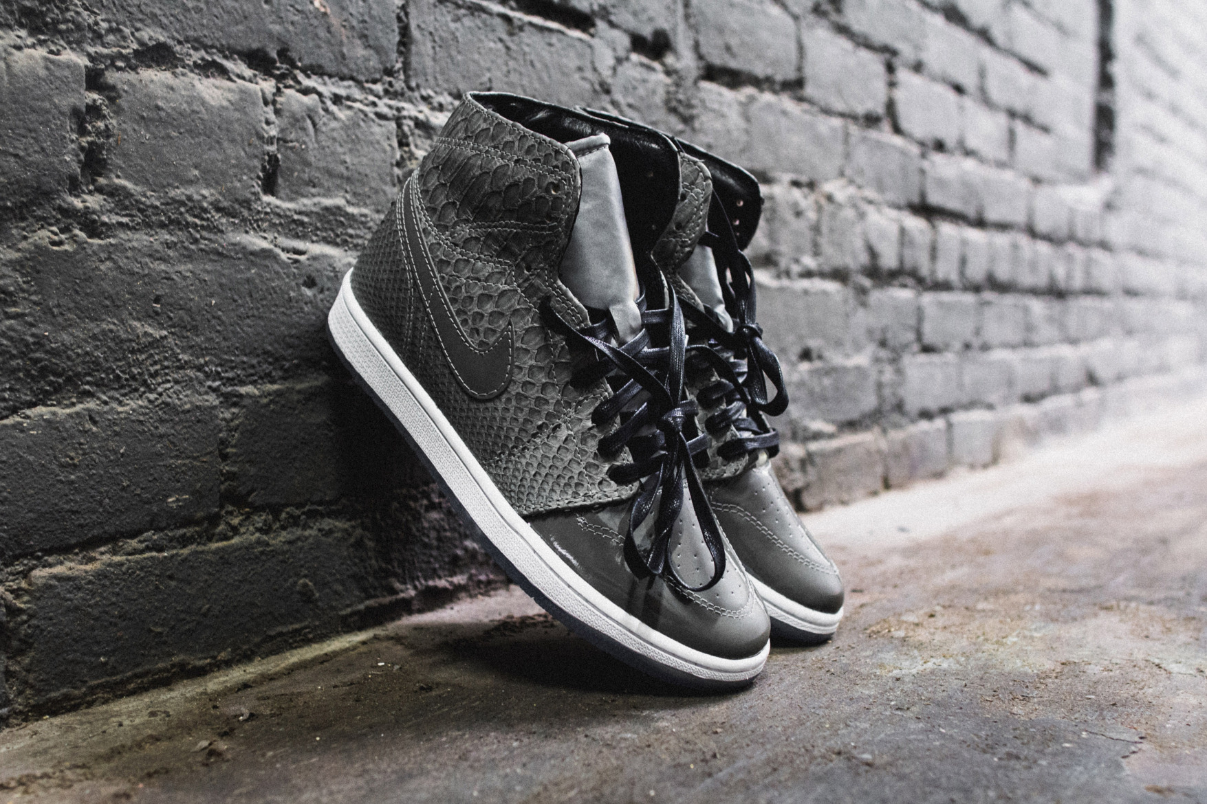 the-shoe-surgeon-custom-air-jordan-1-python-patent-leather-3m-2.jpg