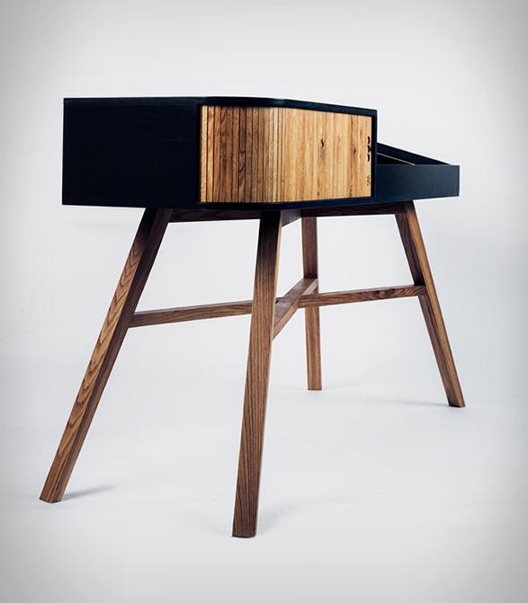 hrdl-vinyl-table-3.jpg