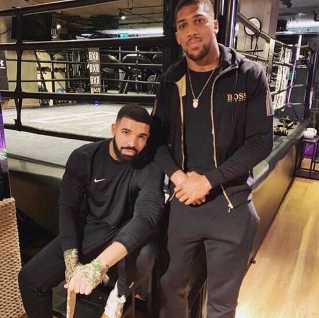 This nigga Drake the devil 😈 lol lol mannnnn 🤦🏽♂️ this shit crazy!!!!