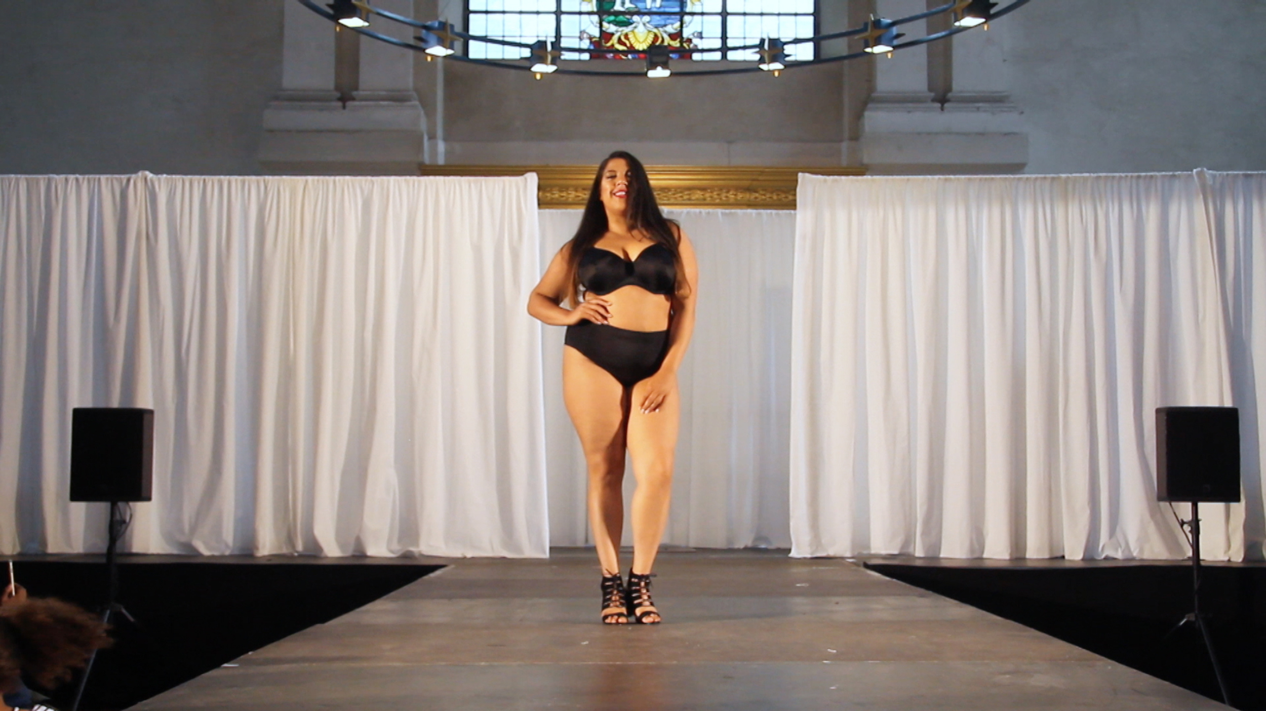 Measure Up - Jerri Hoath on the catwalk at Curvy Convention - May 2016