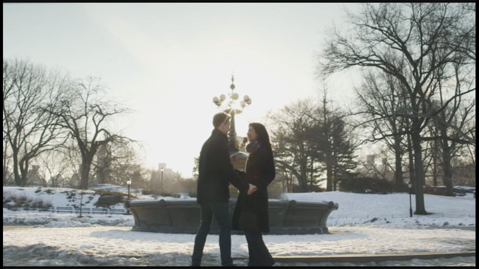 Breakfast in Bed - Jake (Billy Bob Thompson) and Brooke (Kate Chamuris) have their first kiss in Central Park.