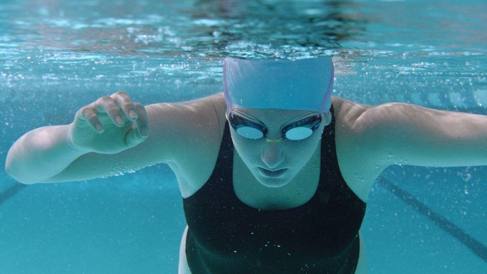 Charlie Kanter under water in DRYLAND.