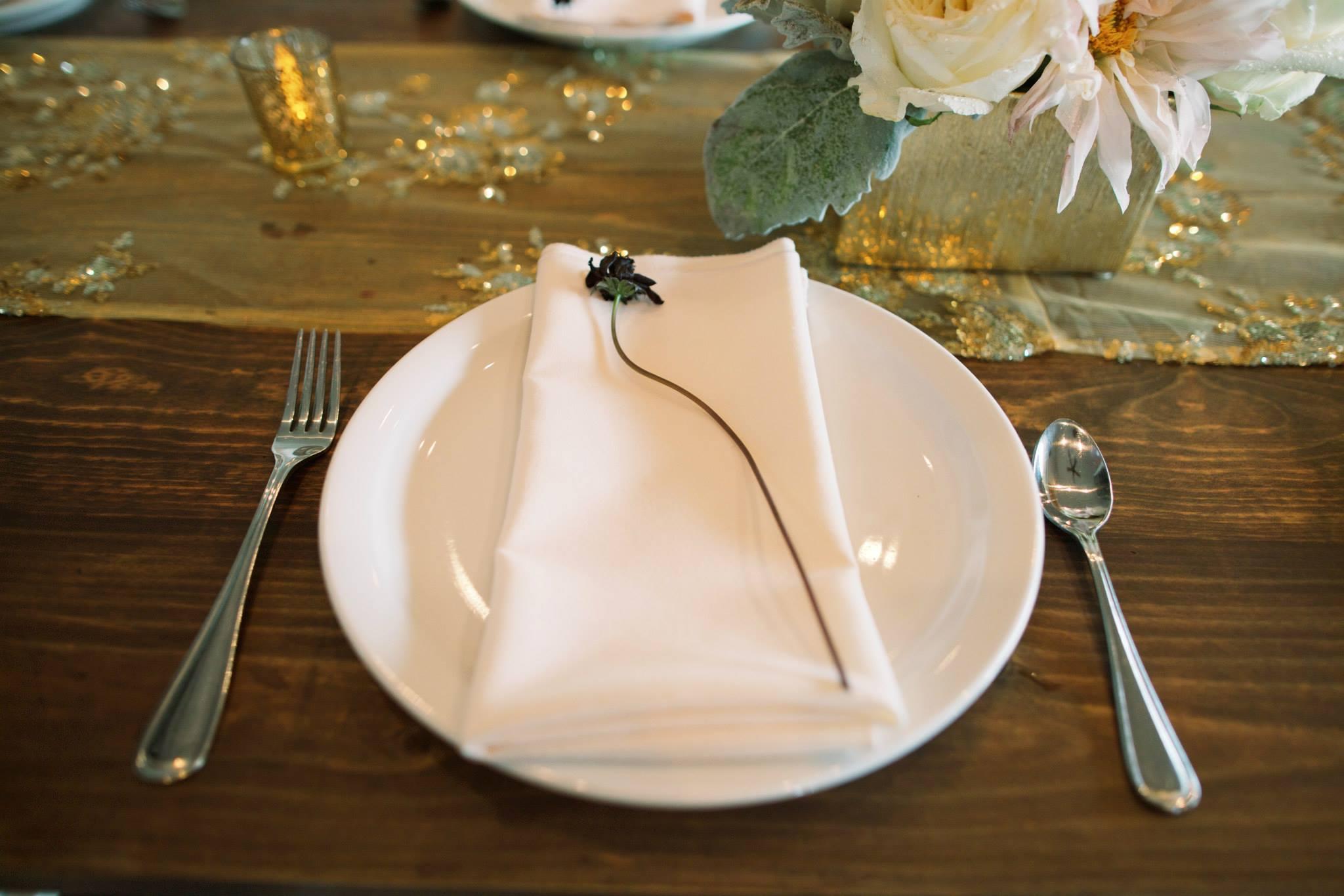 hawaii wedding reception pretty table setting