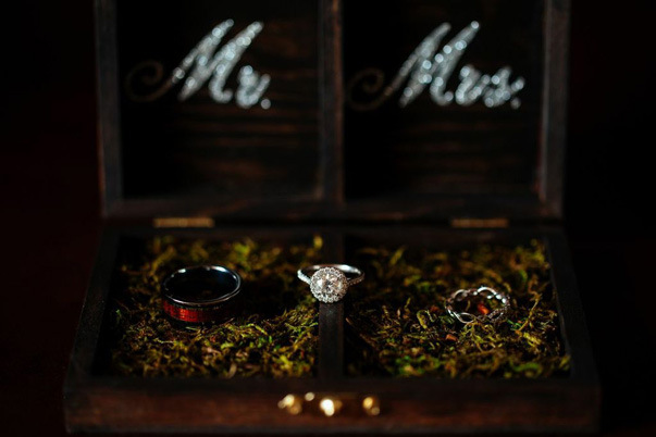 rustic moss bed wedding ring display