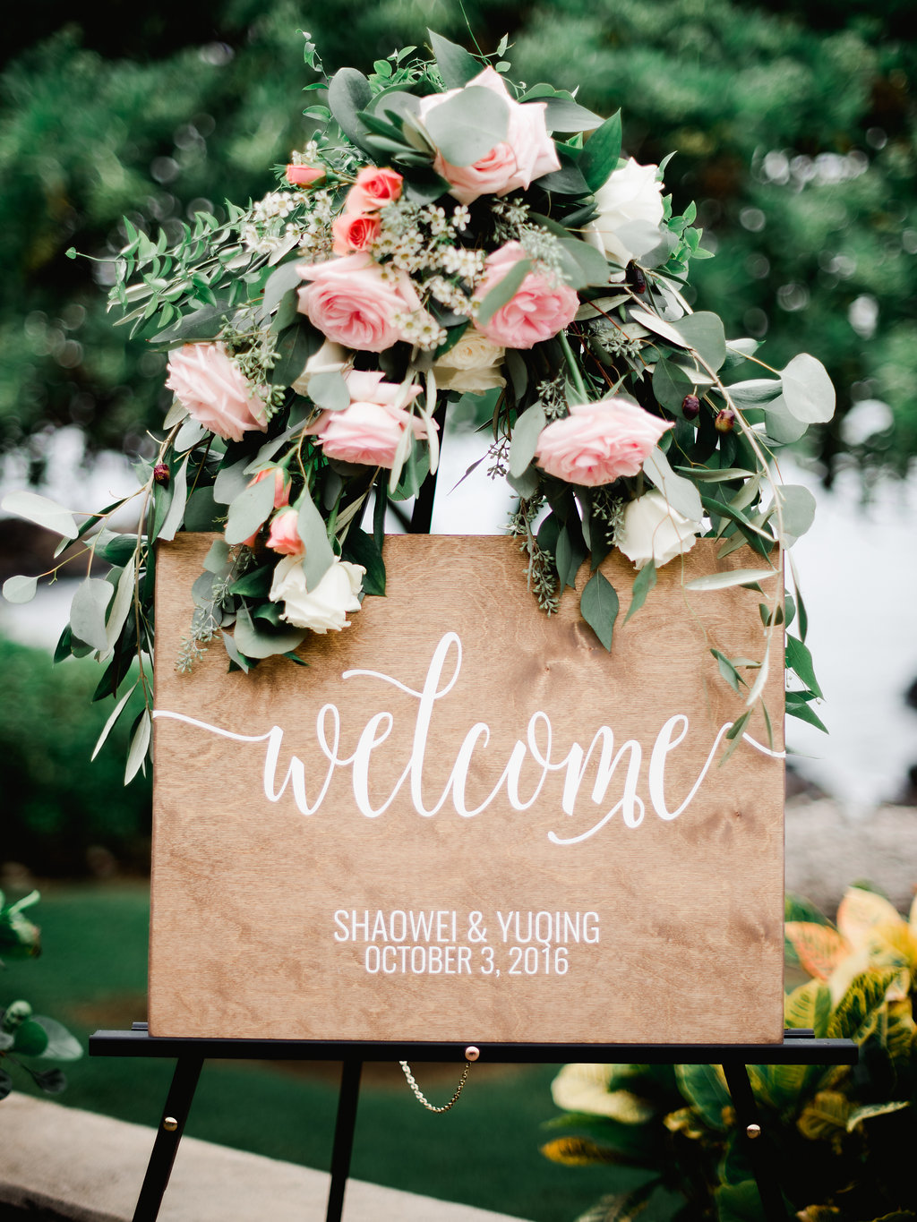 Bliss Wedding Design & Spectacular Events - welcome sign & flowers