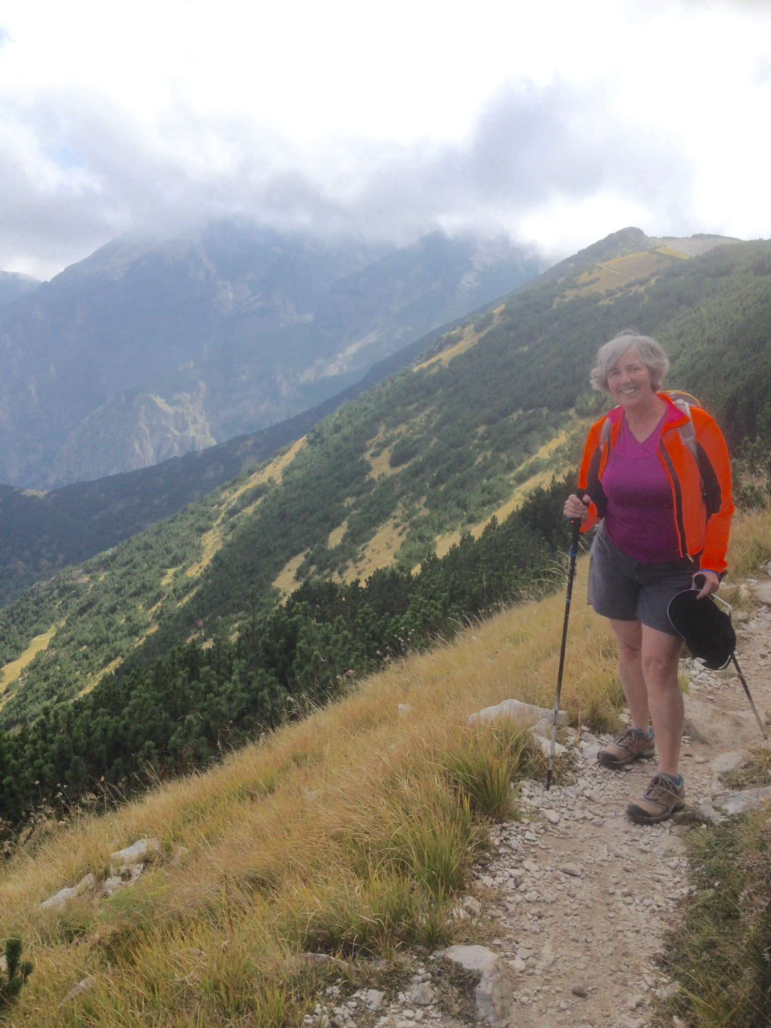 Five stars. Just returned from an incredible week with Lisa, Jake and all the warm and wonderful people at Villa d'Abruzzo. Cesidia had us in awe of her cooking. Luca kept us active, both physically and mentally, with his great tours. Thanks to all. Debbie Davis, Ottawa