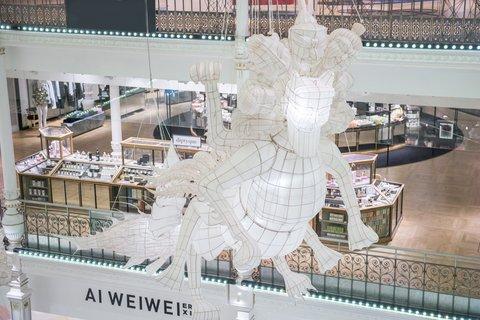 artist-ai-weiwei-er-xi-opening-le-bon-marche-03.jpg