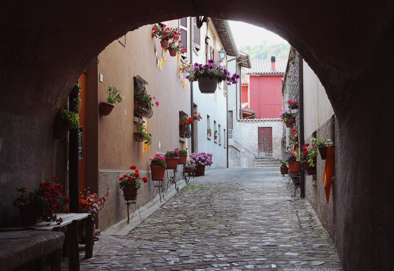 Mercatello sul Metauro, Le Marche, Italy. Image via  The Travelling Light