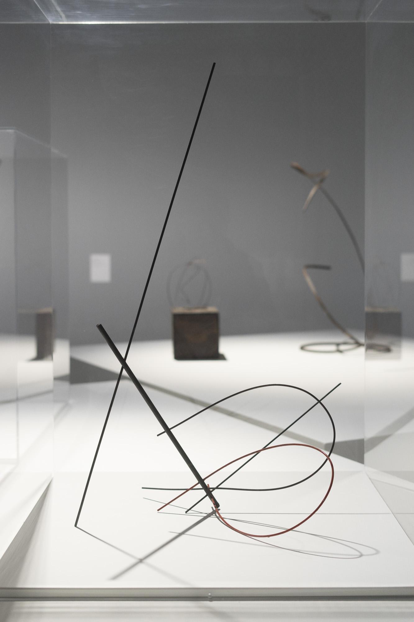 Construcción espacial, 1947. Obra de Enio Iommi,presente en la muestra Negativer Raum / Espacio Negativo / Negative Space, perteneciente a la fundación Daros. Foto: Leonardo Antoniadis.