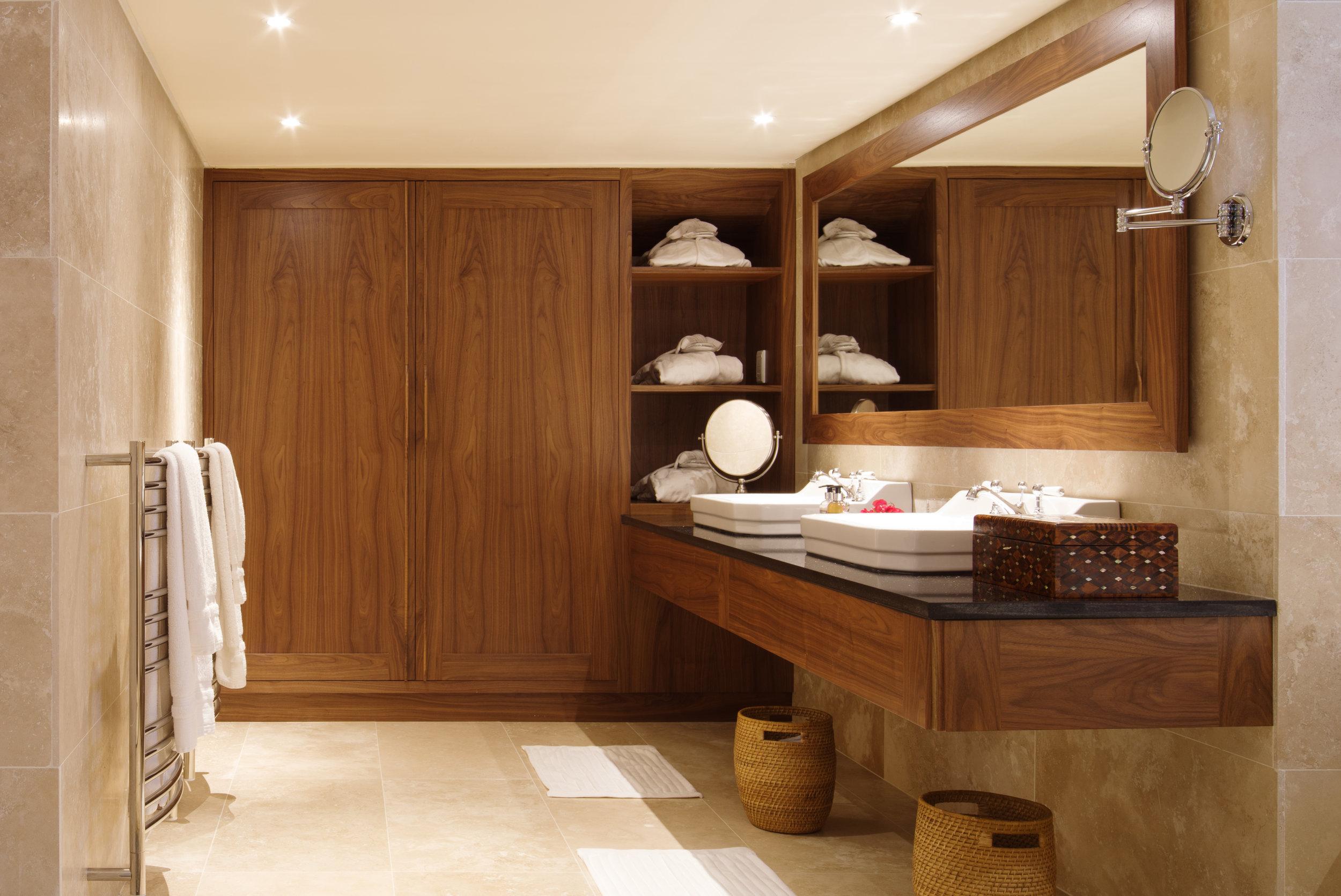 21 Nettleton Emporer Suite luxurious bathroom