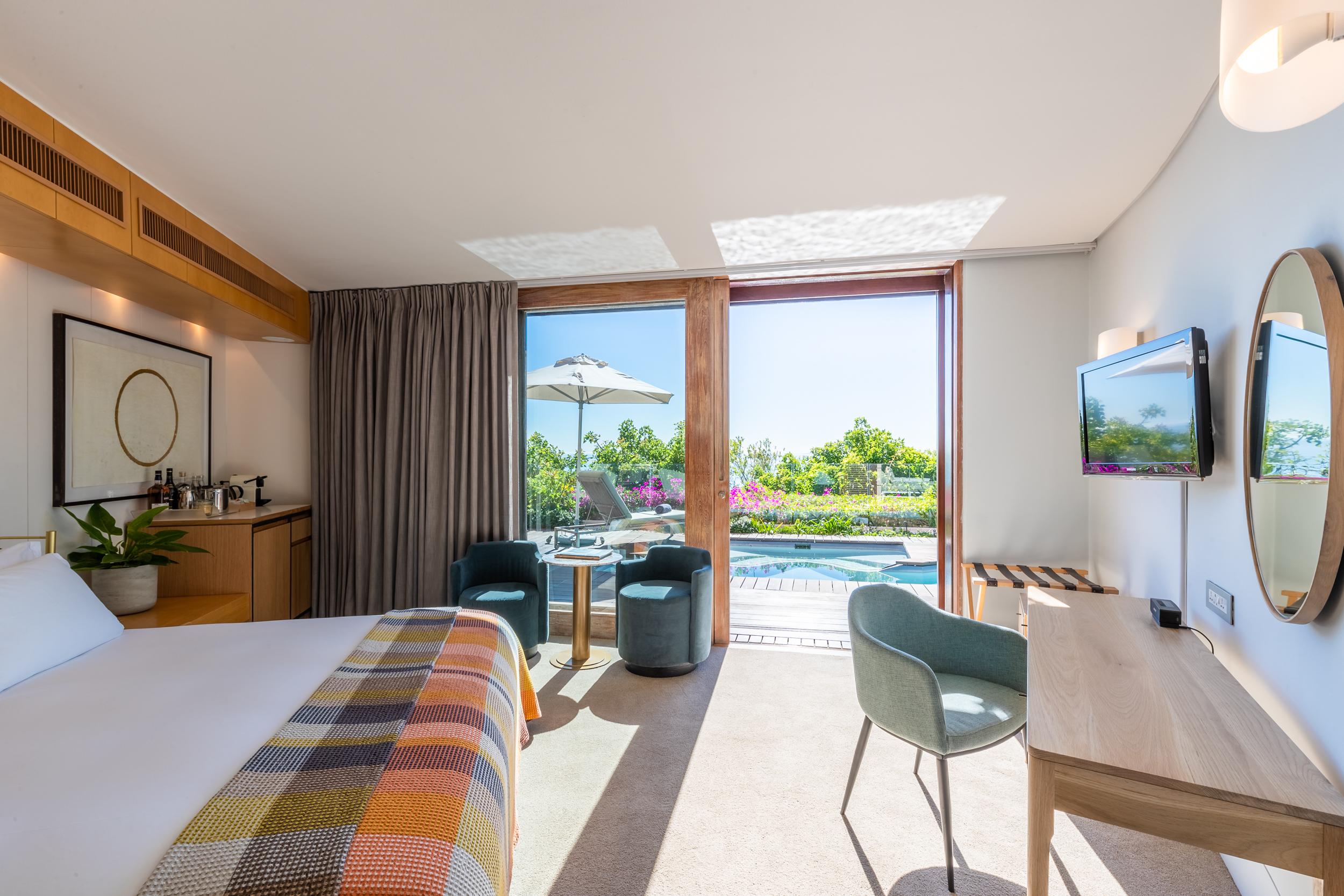 EH - Villa One - Spa Pool Room - 2500px.jpg