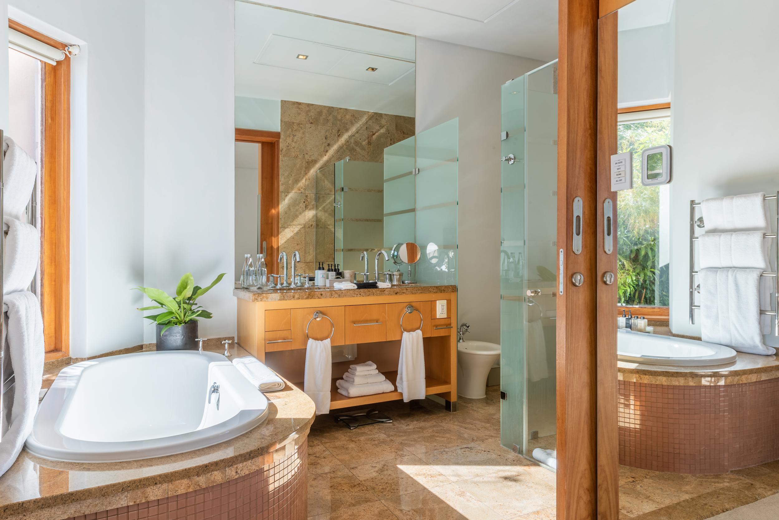EH - Villa One - Spa Deck Room - 2500px-2.jpg