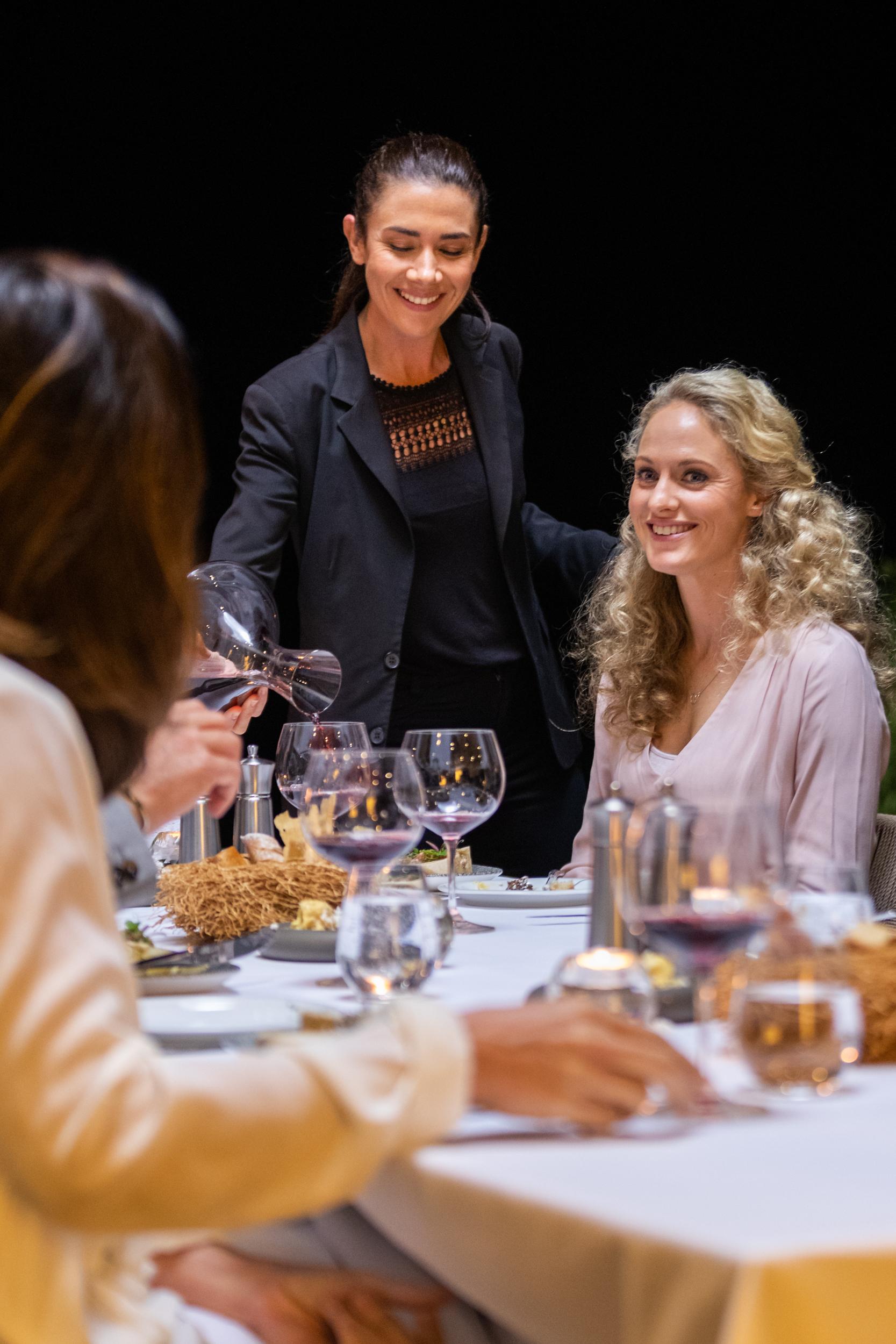 EH - Villa One - Dinner - 2500px-3.jpg