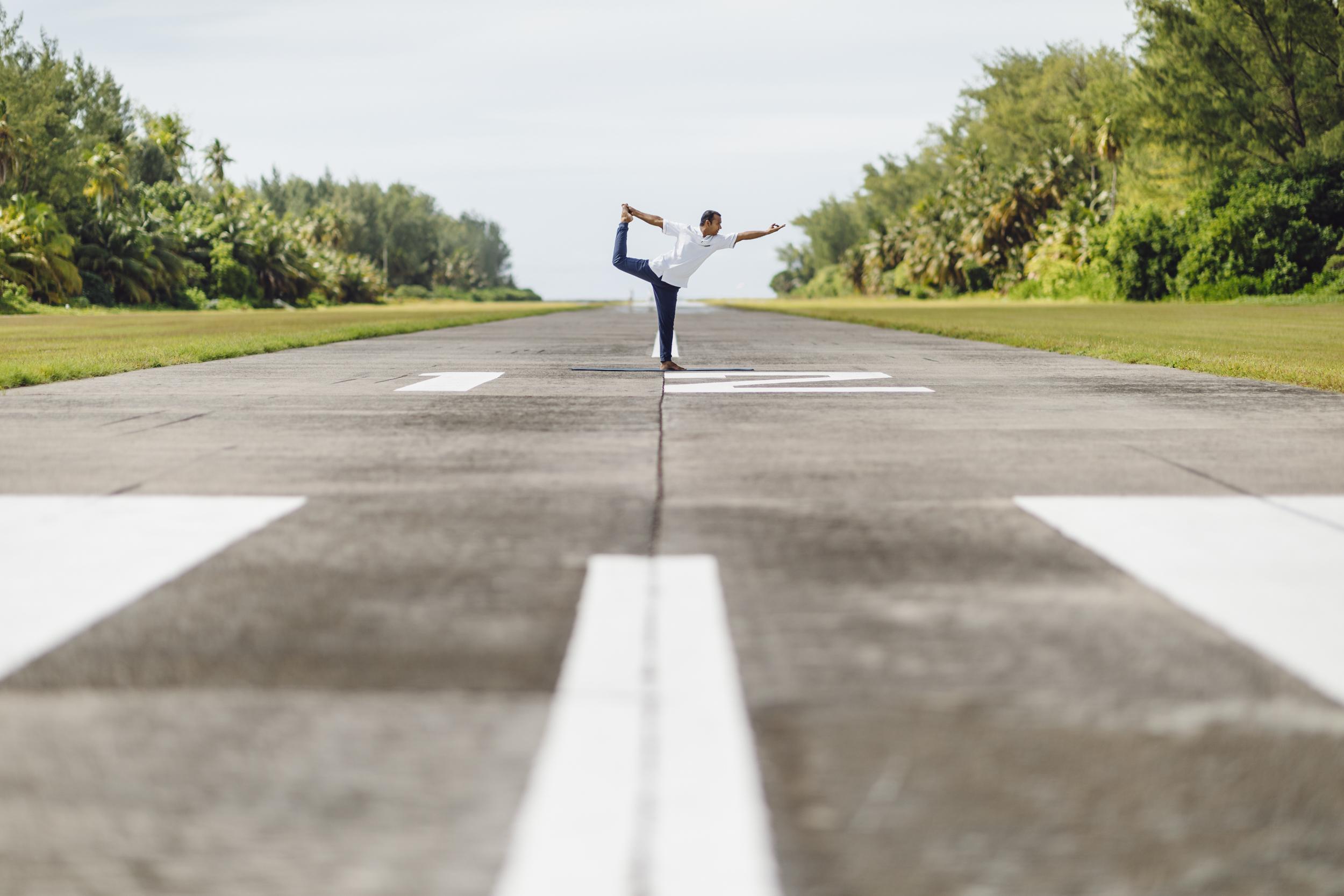 FS Desroches - Runway Yoga - 2500px-2.jpg