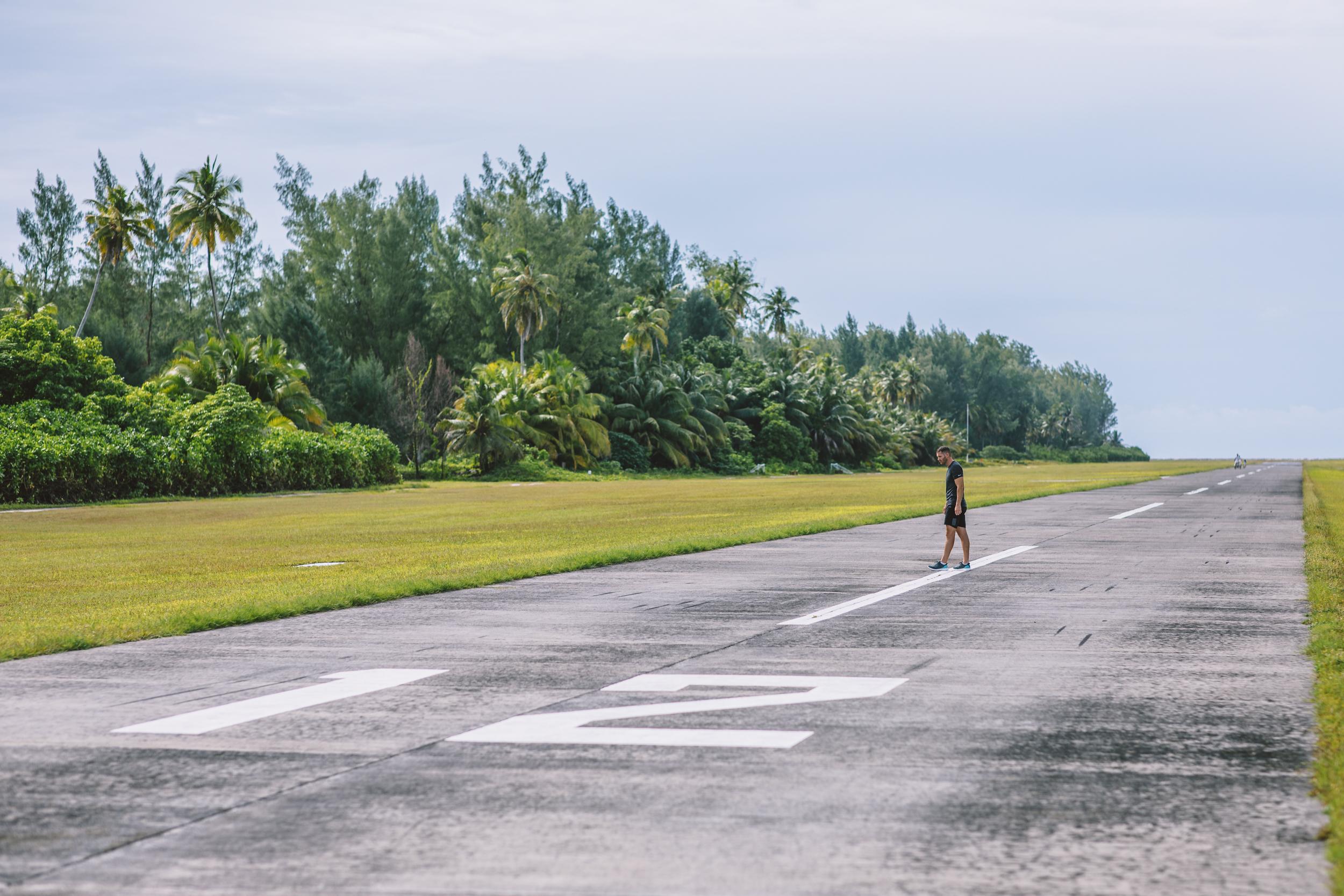FS Desroches - Running on Runway - 2500px-10.jpg